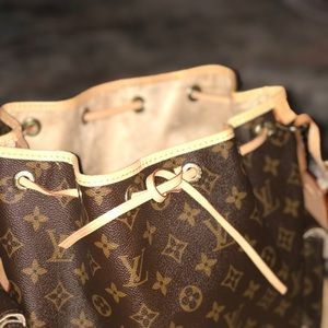 Louis Vuitton Medium Noe Tote with side pockets